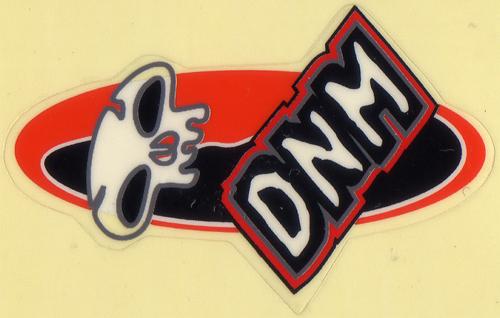 DNM ロゴステッカー(ブラック / ホワイト / オレンジ / Bパターン)